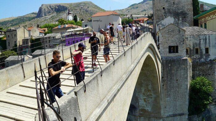 U nedjelju 455. tradicionalni skokovi sa Starog mosta (VIDEO)