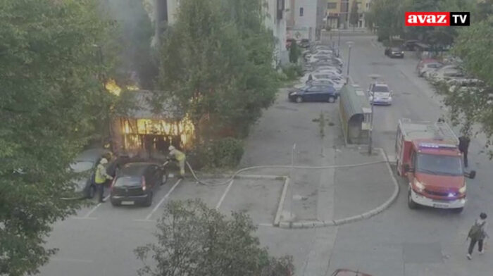 Haos u Sarajevu: Vatrena stihija progutala šadrvan, oštećeno pet vozila