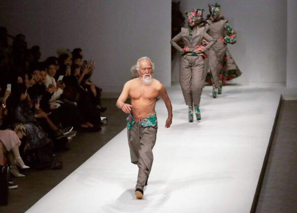 Vang Dešun, seksi djed: U 80. godini je prvi put prošetao pistom…nikad nije kasno!